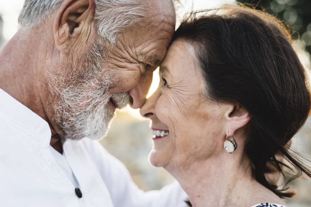 Ideas For The Best 50th Wedding Anniversary For Your Parents
