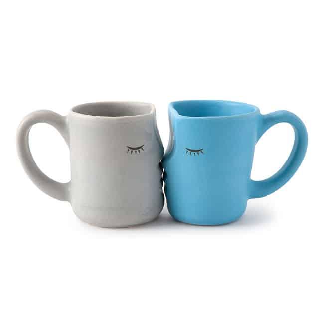 anniversary gift idea: the kissing mugs