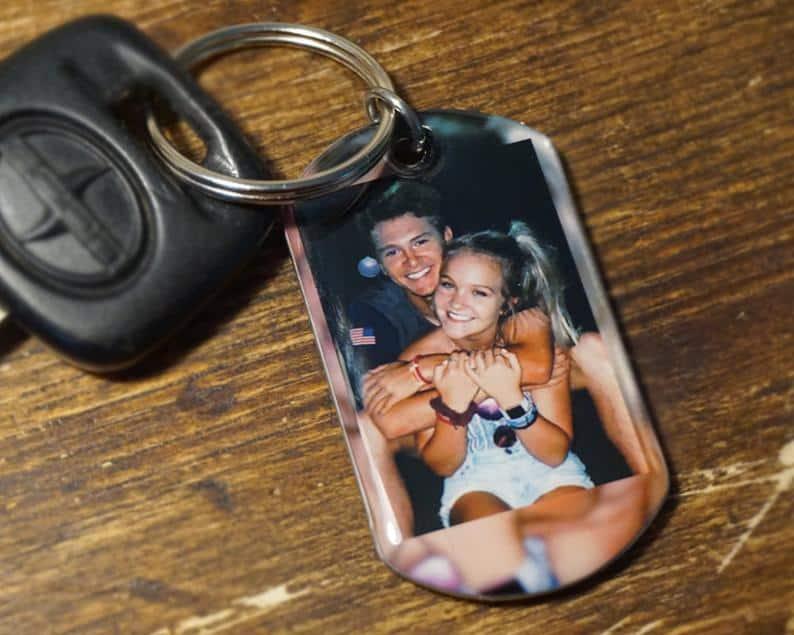valentines gift ideas for boyfriends: photo keychain