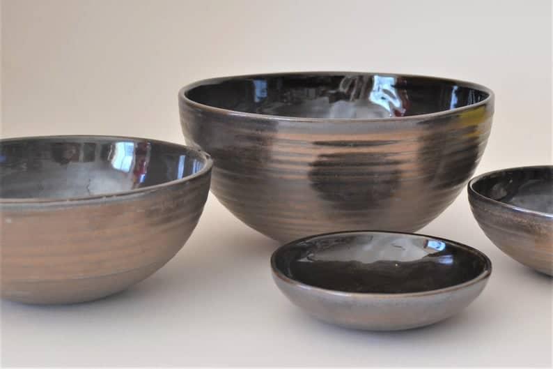 8 years anniversary gift ideas: bronze clay bowl set