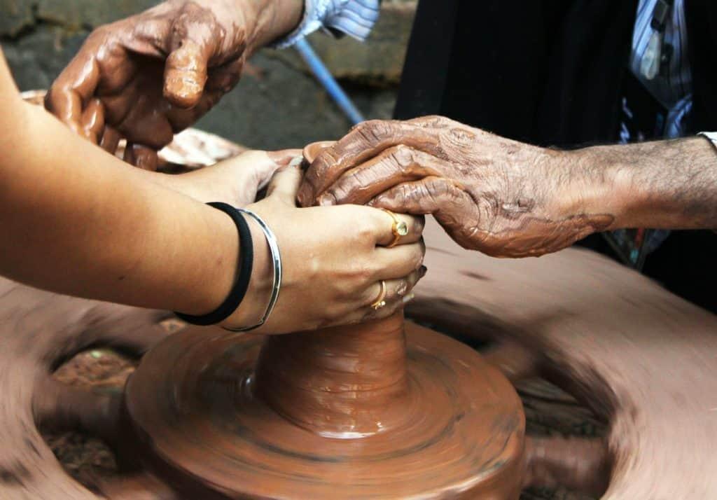 idea for 8 year wedding anniversary: taking ceramic classes