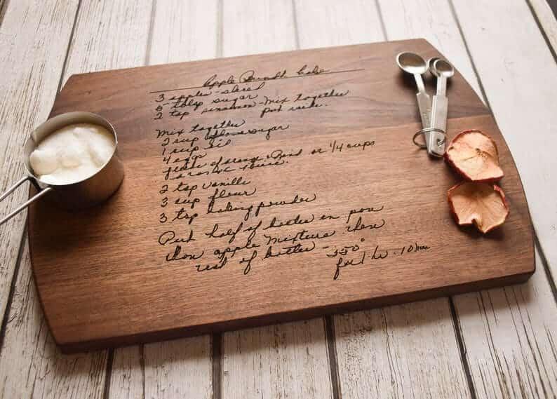 unique mothers day gift ideas: handwritten recipe cutting board