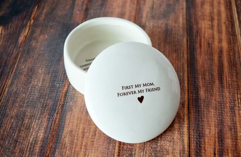 mothers day gifts from daughter: round keepsake box with message