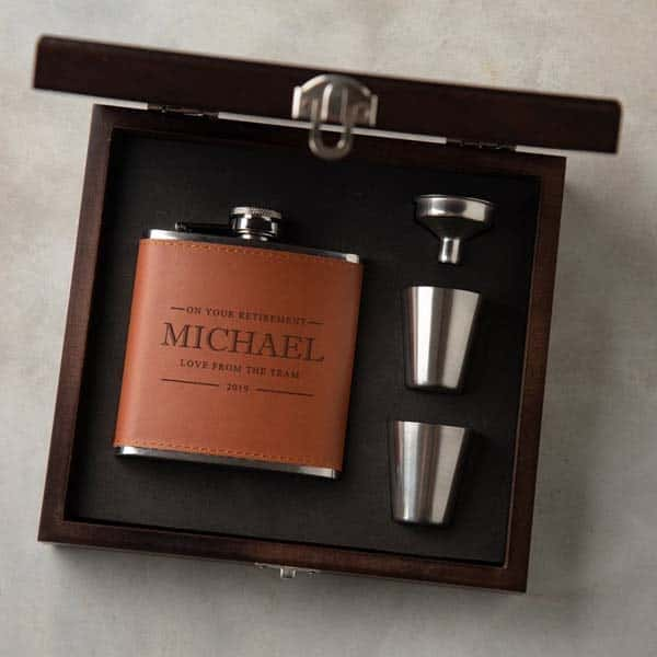 top retirement gifts for men: Hip Flask Gift Set