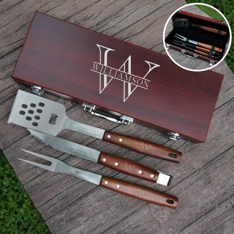 gift ideas for uncle: Personalized grilling set