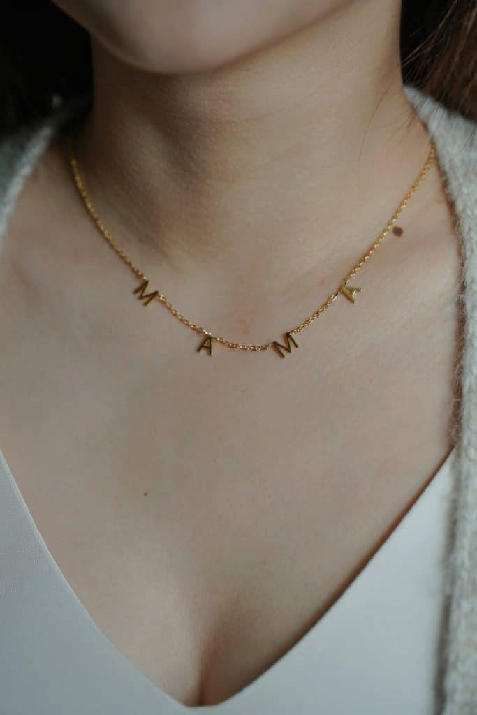 baby shower gift idea for mom: mama necklace