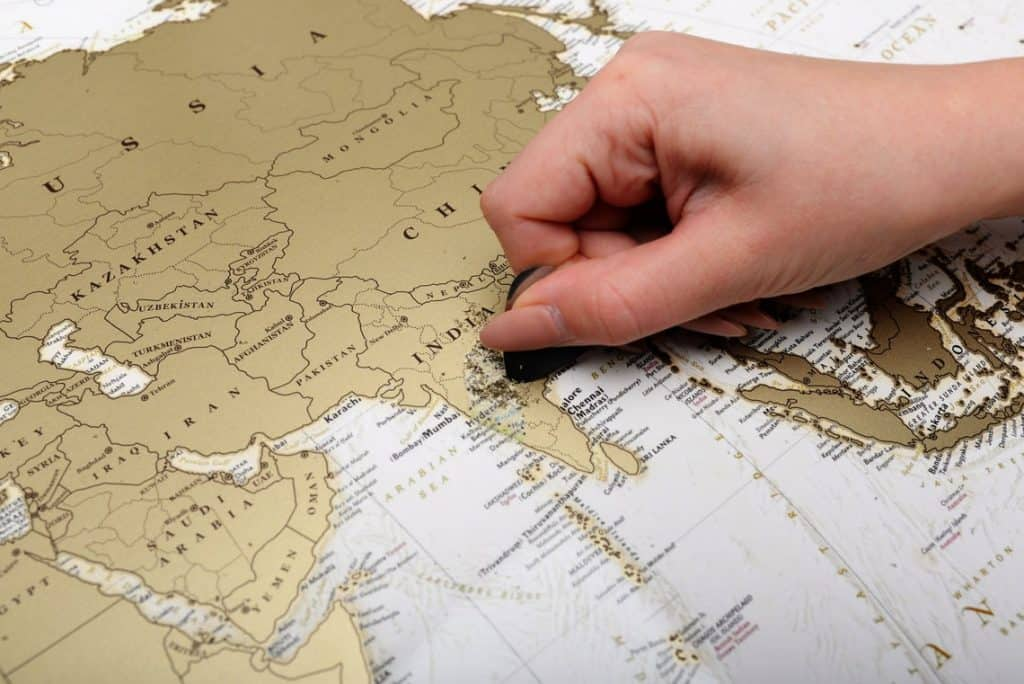 gifts for travelers: scratch off world map
