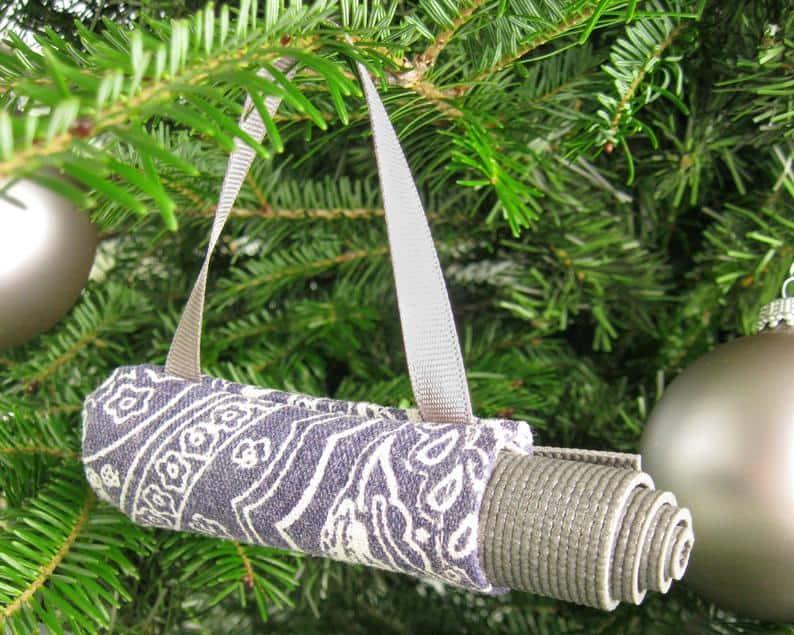 christmas gifts for yoga lovers: yoga ornament