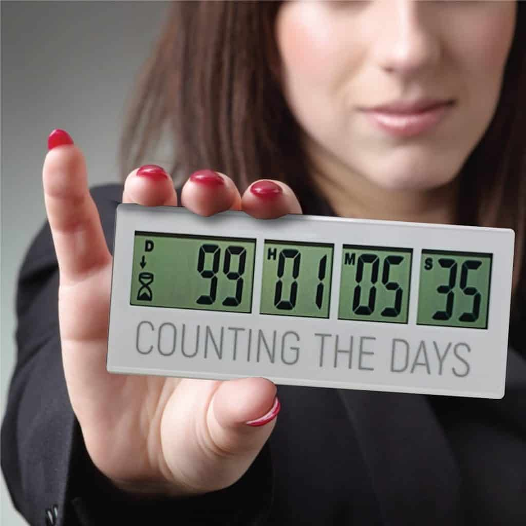 things to send to your girlfriend: Custom Countdown Clock