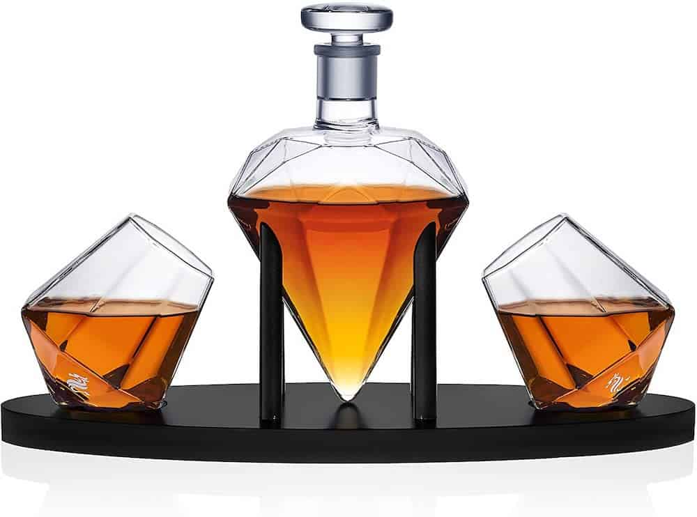 Glassware Diamond Whiskey Decanter, with 2 Diamond Glasses and Base