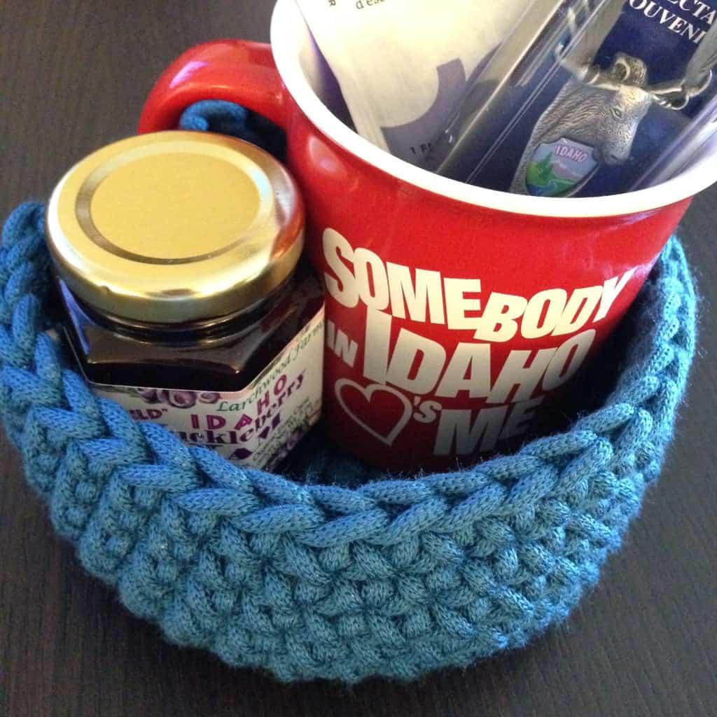 diy bday gifts: Gift Basket