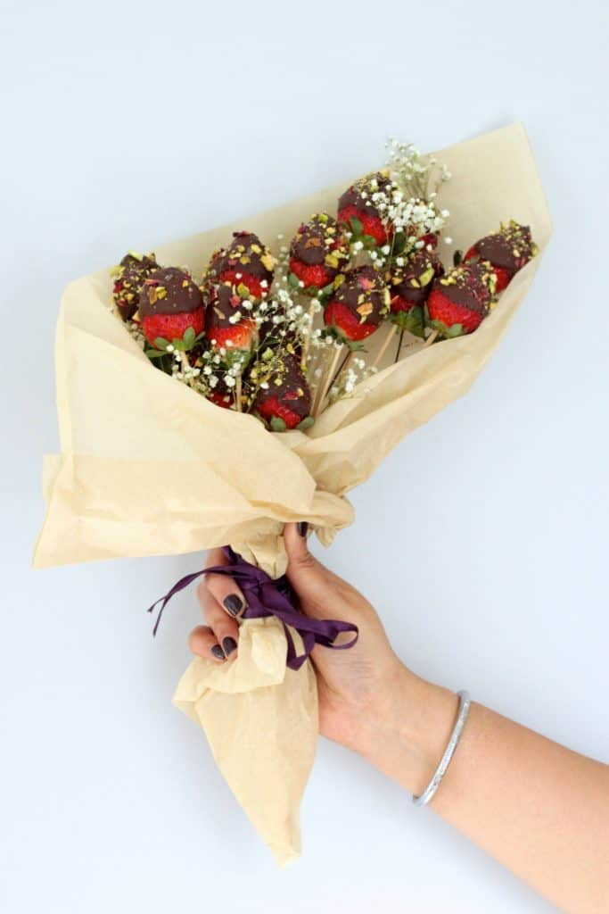 creative mothers day gifts: chocolate covered strawberry bouquet