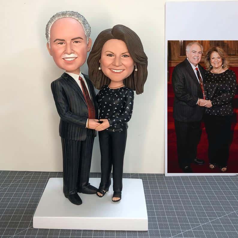 parents anniversary gift: custom couple bobbleheads
