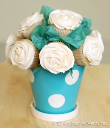 simple mothers day gifts: cupcake bouquet