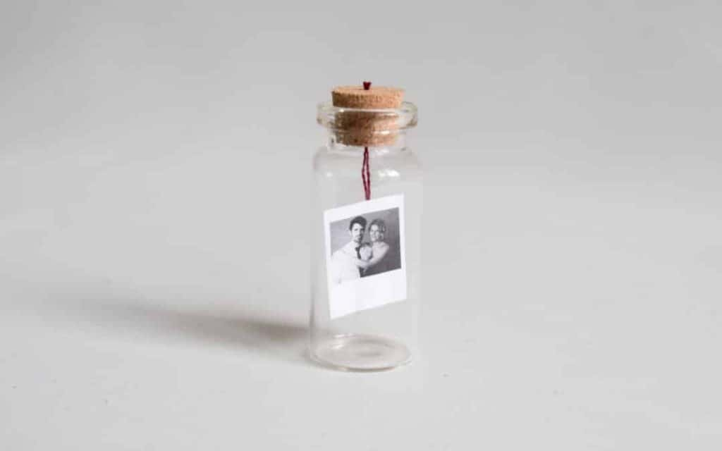 cute diy gift for anniversary: photo in bottle
