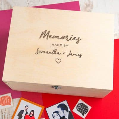 best anniversary gifts for her 2021: Engraved Keepsake Box