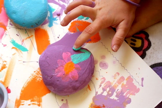crafts for grandma: finger-painted paperweight