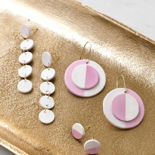creative things to make for your girlfriend: DIY Wooden Circle Earrings