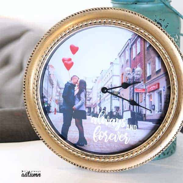 diy gifts for your girlfriend: Handmade Photo Clock