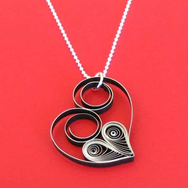 diy love gifts for her: Quilled Heart Necklace
