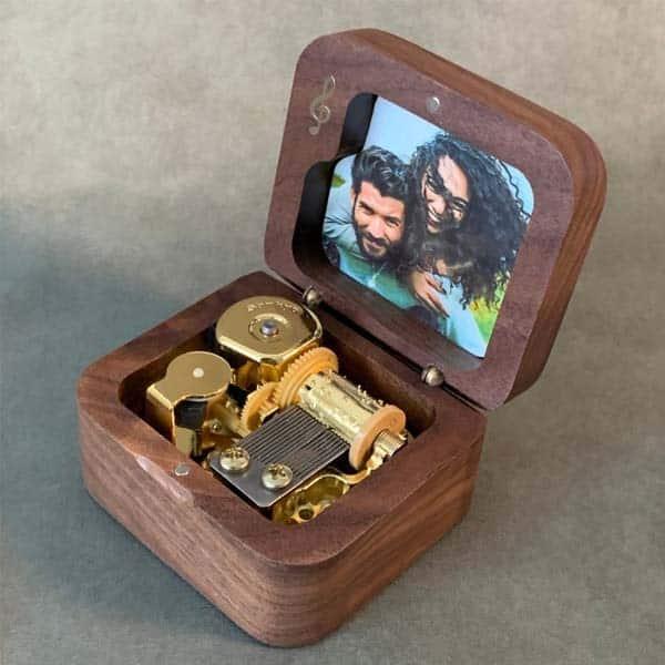 anniversary ideas for girlfriend: Wooden Music Box