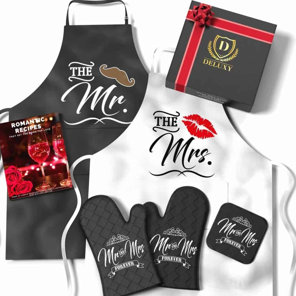 DELUXY Mr. and Mrs. Aprons