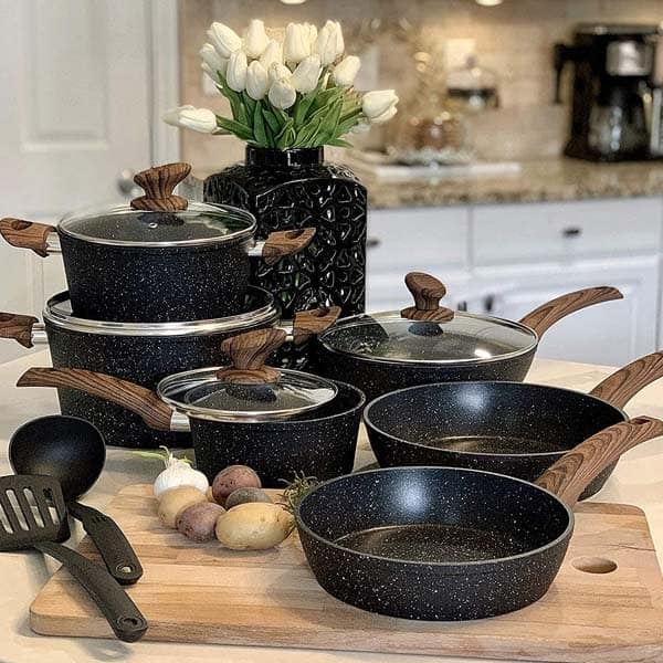 cookware set including pan, pot and more