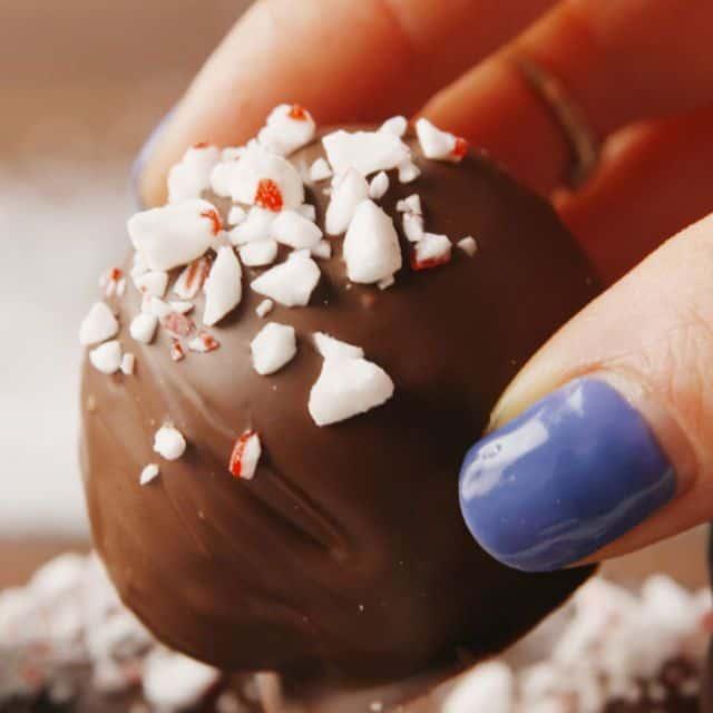 DIY Christmas Gifts - Peppermint Oreo Truffles