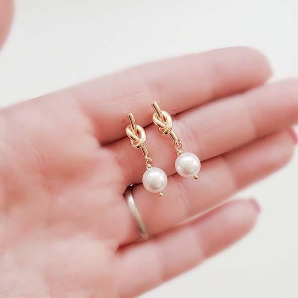 gift ideas for fiancee: Knot Pearl Earrings